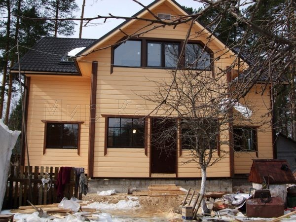 Двухэтажный дом для большой семьи